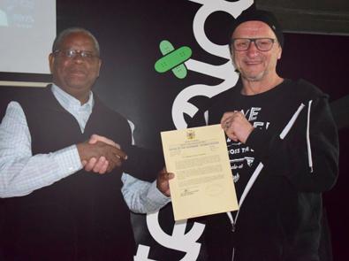 Titus Dittmann baut Skatepark in Windhoek/Namibia