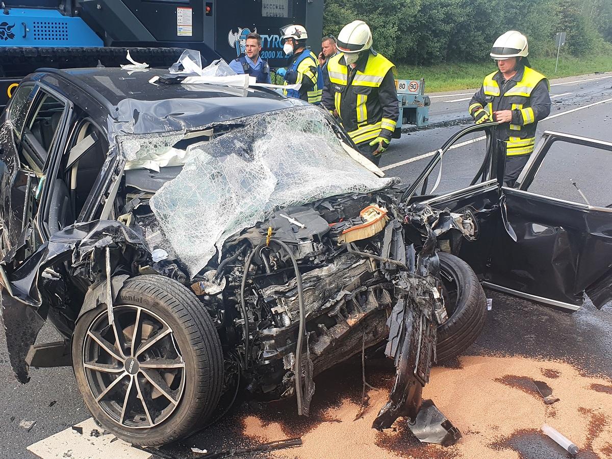 Aktualisiert: Tragischer Verkehrsunfall auf der B 255 - Ein Toter