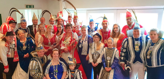 Närrischer Hochadel gastierte beim Karnevalsverein Scheuerfeld