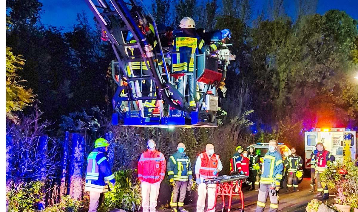 Tragehilfe für den Rettungsdienst: Drehleiter aus Dierdorf unterstützte in Pleckhausen