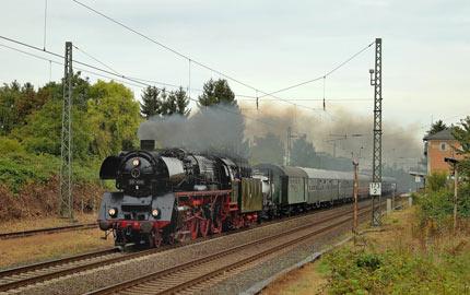 Mit dem Dampfschnellzug auf Nostalgiefahrt an den Rhein