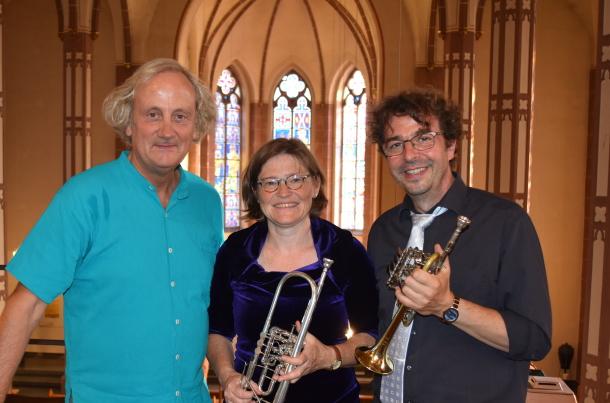 Trio Festivo glänzt mit festlichen Klängen in Neustadt