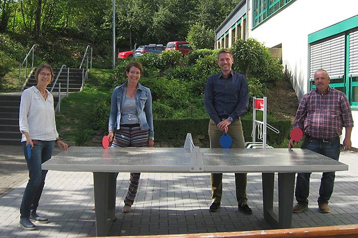 Neue Tischtennisplatte für die Märkerwald-Schule Urbach