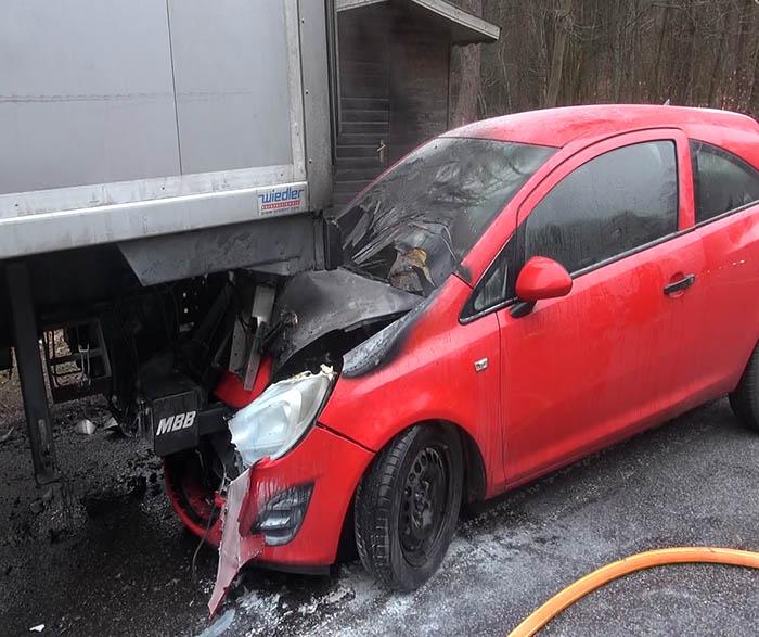 PKW fing nach Unfall Feuer