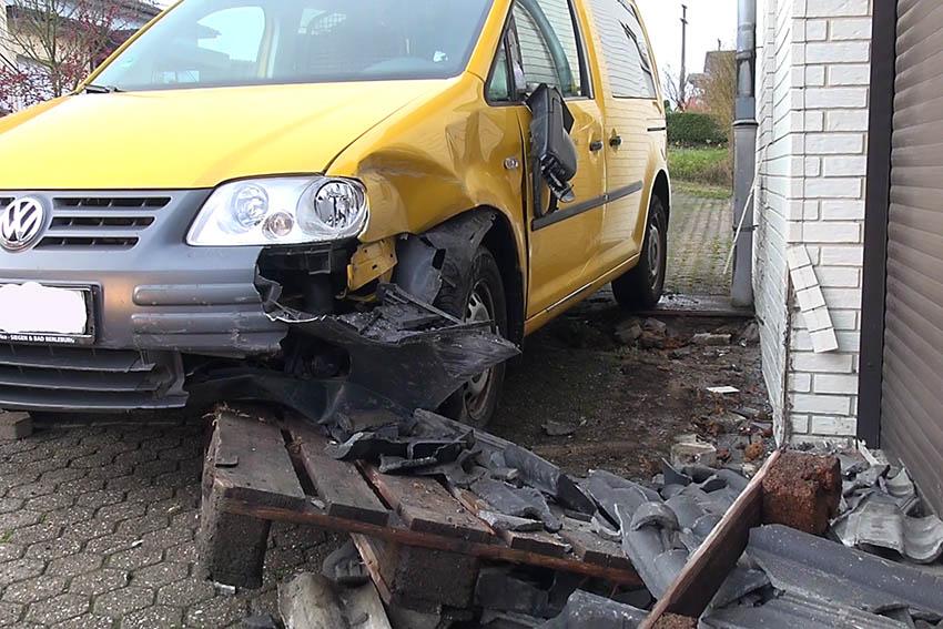 Auto machte sich selbständig – Postzustellerin verletzt