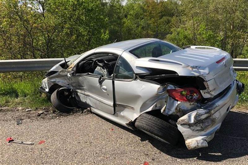 Unfall: Kein Führerschein, geklaute Nummernschilder und Drogenkonsum
