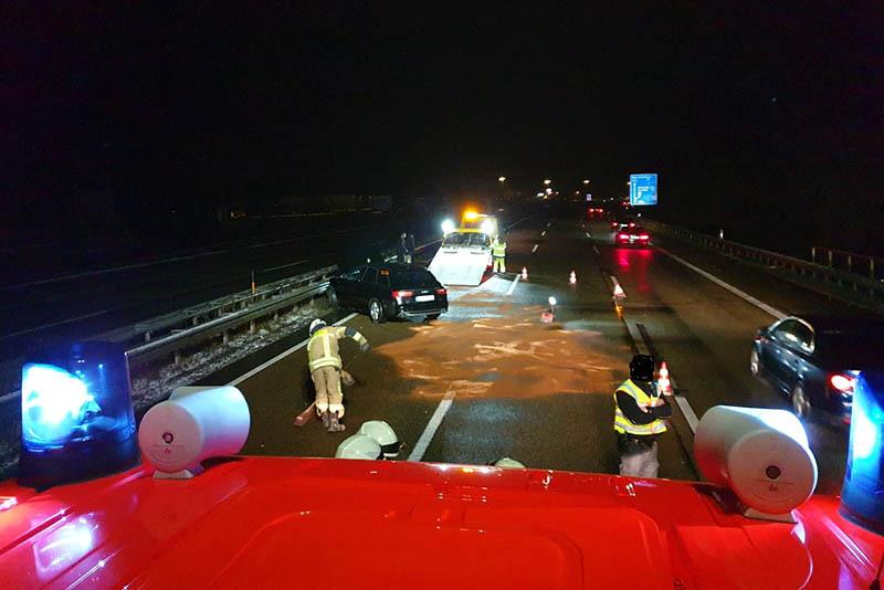A3: SUV knallt bei Neustadt in die Leitplanken