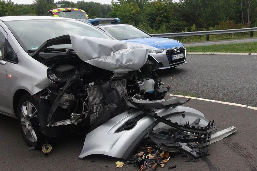Fahrerin nach Unfall mit Rettungshubschrauber ins Krankenhaus geflogen