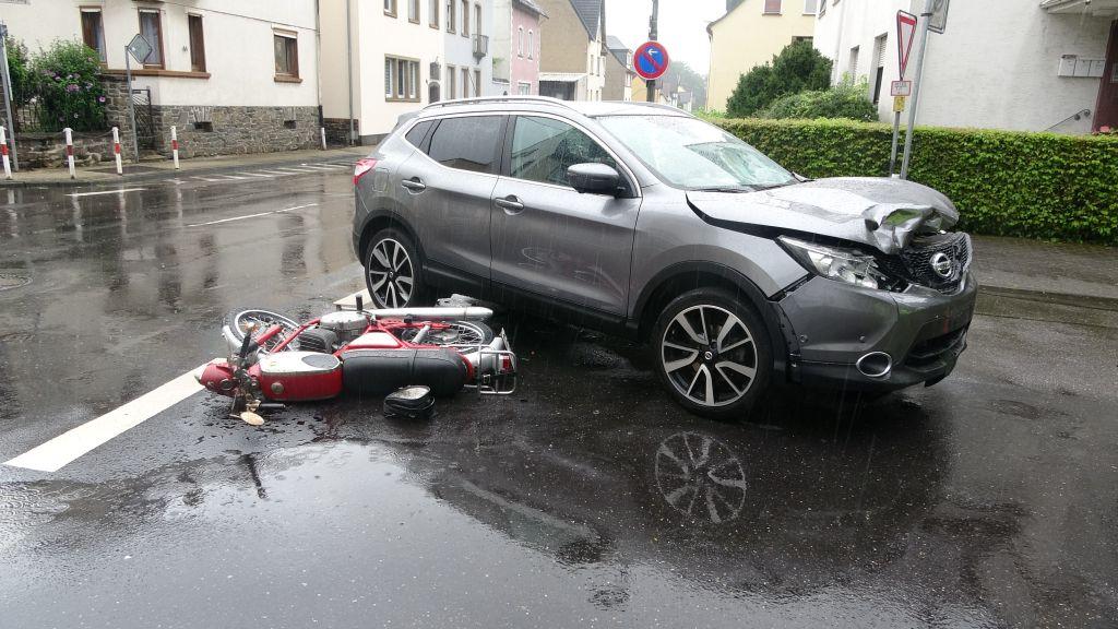 Verkehrsunfall mit schwerverletztem Zweiradfahrer