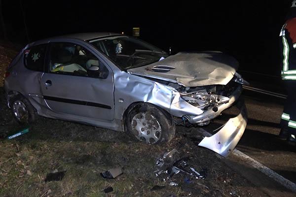 PKW �berschl�gt sich - Fahrer leicht verletzt