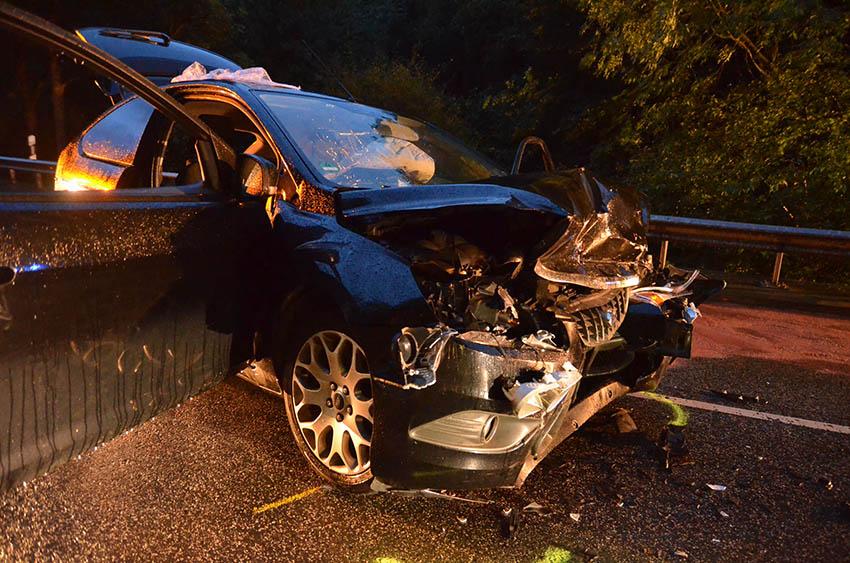 Im Regen zu schnell – Unfall mit zwei Verletzten