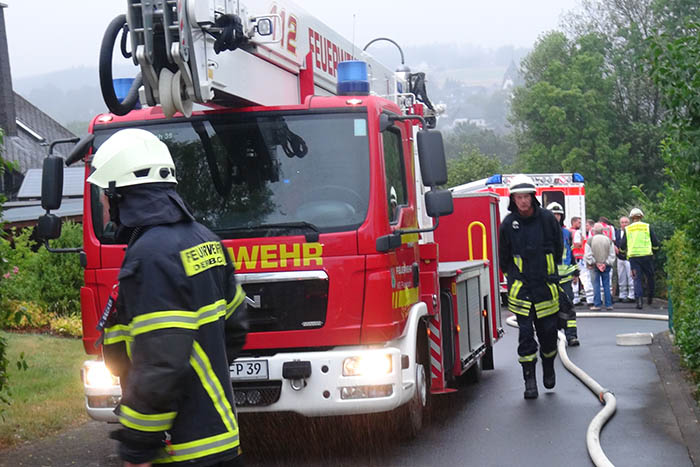 Zimmerbrand in Urbach – Fünf Bewohner müssen ins Krankenhaus