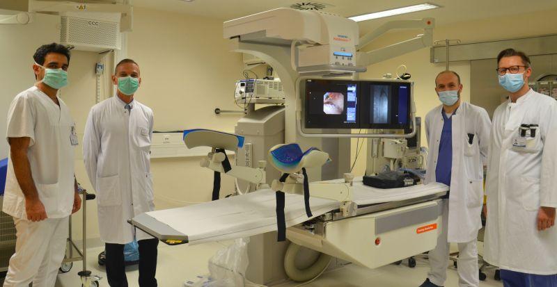 Freuen sich über die Bereicherung ihres medizintechnischen Equipments: Chefarzt PD Dr. Steffen Alexander Wedel (2. v. l.)  und sein Team. Foto: St. Vincenz