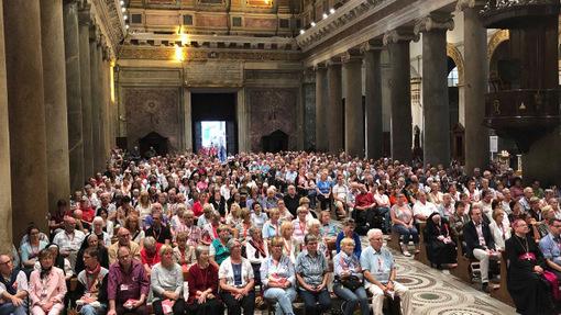 Heiligsprechung in Rom: Pilger feiern gemeinsame Vesper
