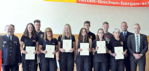 Die neuen Feuerwehrleute in der Verbandsgemeinde Altenkirchen. (Foto: kkö)
