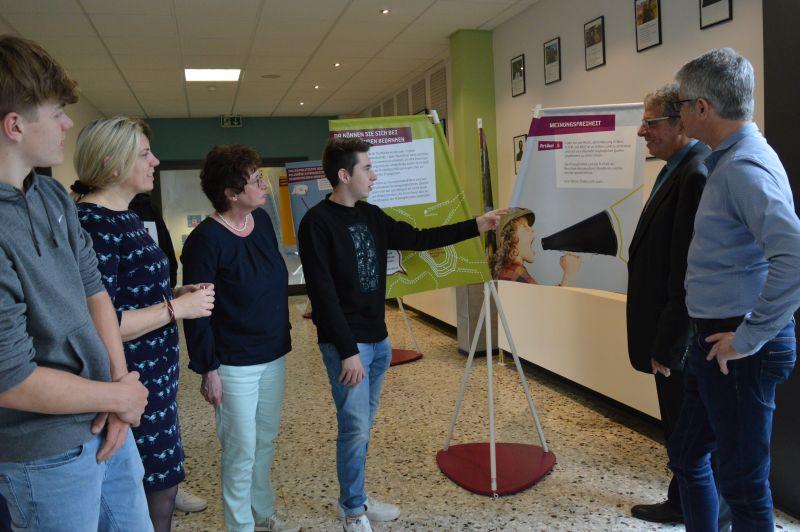 Ausstellung zum Grundgesetz in Heinrich-Roth-Realschule eröffnet