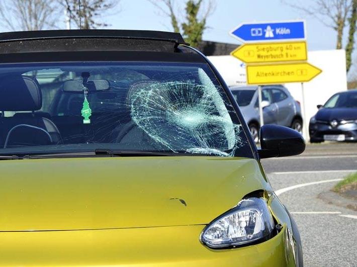 Zwei Verletzte - Auto und E-Scooter prallen in Altenkirchen aufeinander
