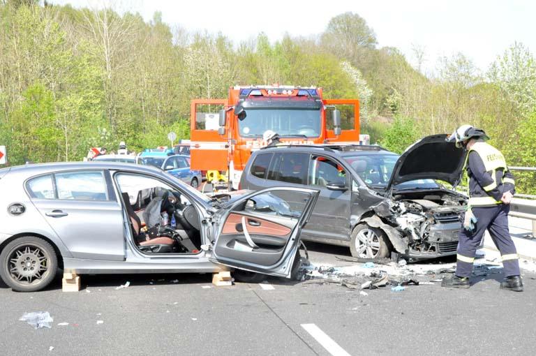 Schwerer Verkehrsunfall auf der B 62 fordert sieben Verletzte