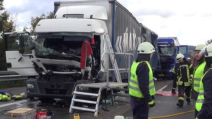 Schwerer Verkehrsunfall mit drei LKW auf der A 3 bei Dernbach/Westerwald