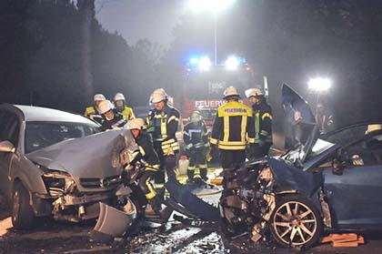 Zwei Schwerverletzte bei Unfall auf der B 8 bei Birnbach