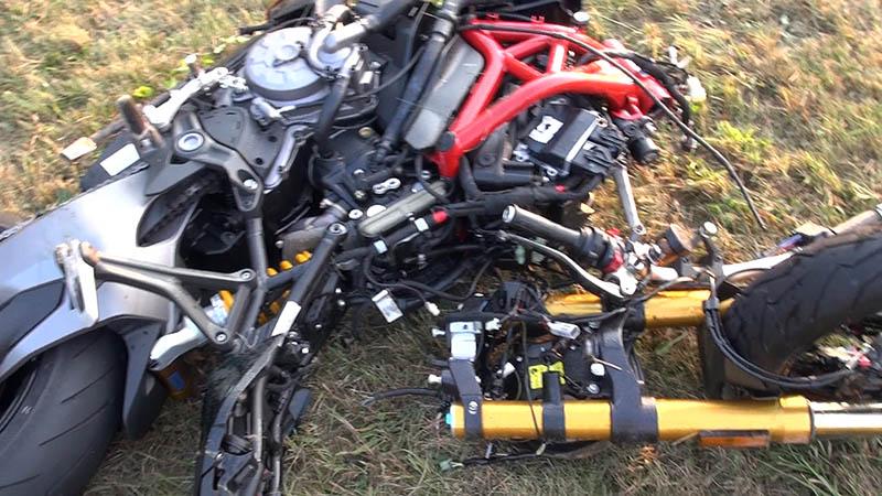 Schwerer Verkehrsunfall – Motorradfahrer lebensgefährlich verletzt