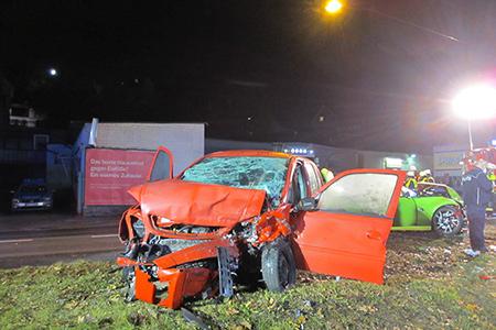 Zwei Personen bei Verkehrsunfall schwer verletzt