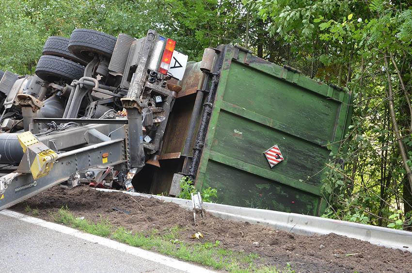 Schulbusse konnten dank Vollbremsung Unfall auf B 255 entgehen