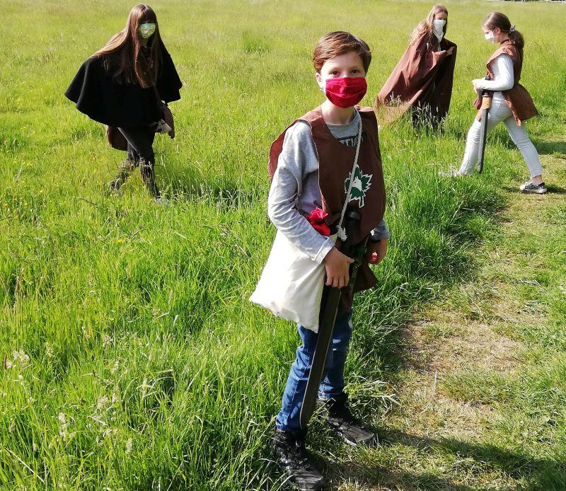 Maskierte Waldritter im Westerwald. Foto: privat