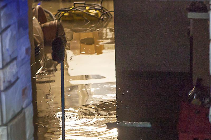 Da stand doch plötzlich der Keller des Nachbarn unter Wasser. Symbolfoto