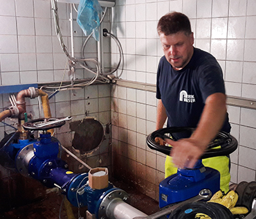 Die VG-Werke sanierte Rohrleitungen und Wasserkammern des Hochbehälters für Trinkwasser in Niederfischbach. Foto: Verwaltung