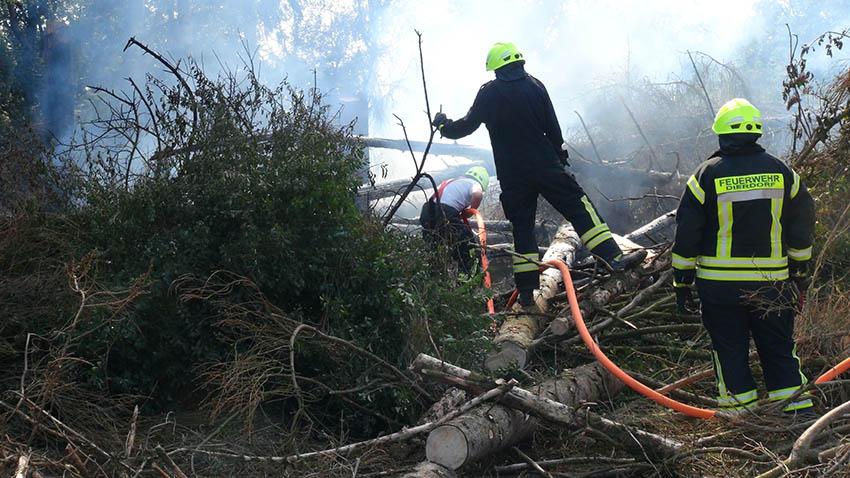 Wald brennt auf 400 Quadratmetern in Giershofen