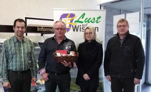 Dank an ein Urgestein des Tourismus in der Verbandsgemeinde Wissen: (von links) Jochen Stentenbach, Manfred Weller, Ulrike Corten und Matthias Weber. (Foto: privat)