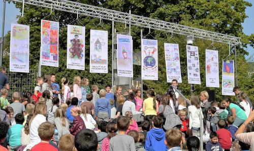 Kinder protestieren für Kinderrechte