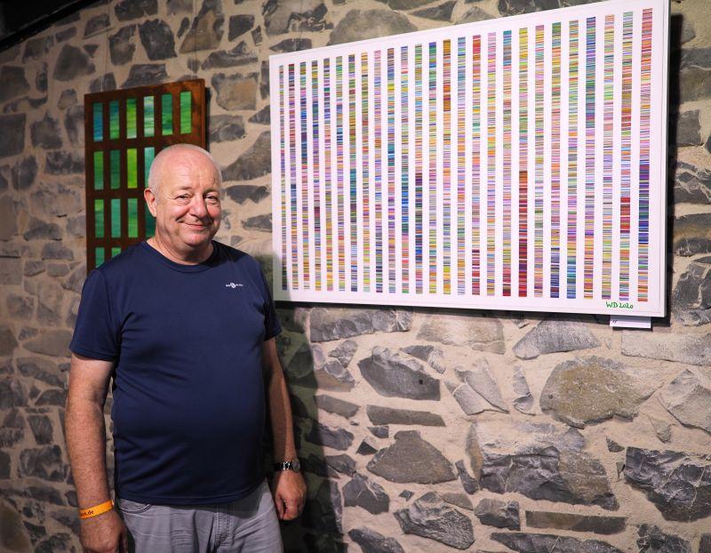 Stahlreiche Bilder zeigt Werner Düll im Café Kohleschuppen