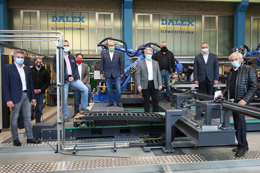Kommunalpolitiker besuchten gemeinsam mit der IHK Koblenz und den Wirtschaftsjunioren das traditionsreiche Wissener Unternehmen Dalex. (Foto: Wirtschaftsförderung)