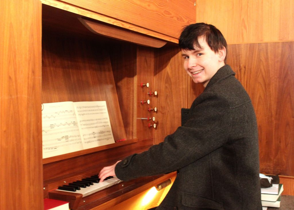 Orgelschüler an der Königin der Instrumente