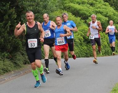 Läufer vom SVS Emmerzhausen beim Wieland-Waldlauf