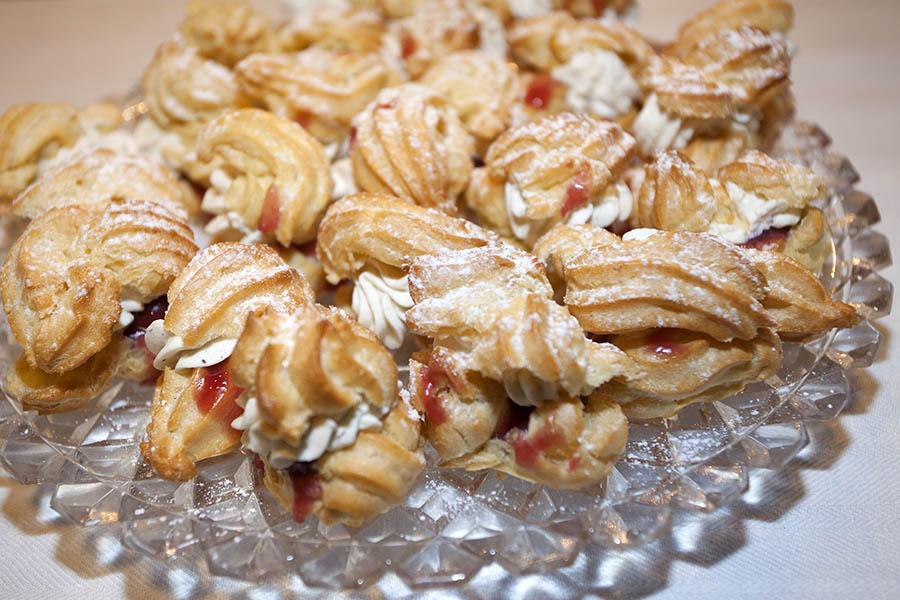Westerwälder Rezepte: Windbeutel mit Kirschen und Sahne