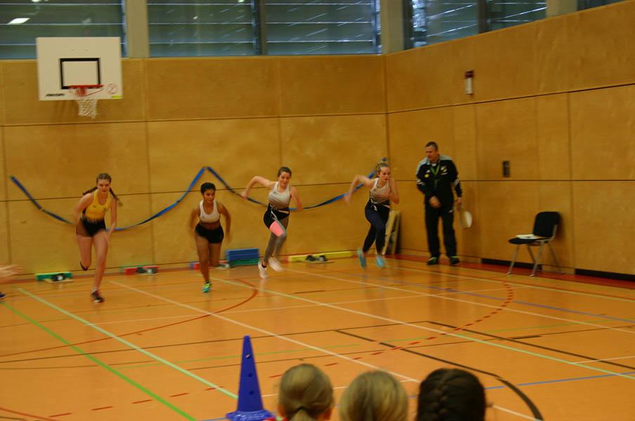 Hallen-Kreismeisterschaft der Leichtathleten in Windhagen