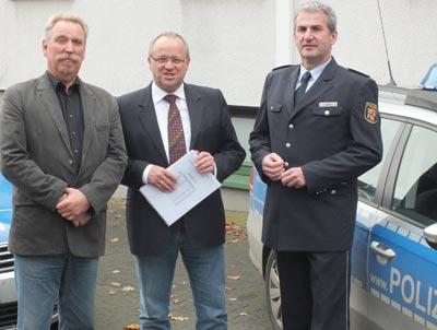 Zum Informationsgespräch trafen sich in Altenkirchen Kriminalhauptkommissar Jürgen Kugelmeier, MdL Dr. Peter Enders und Polizeidirektor Karlheinz Maron, Neuwied (von links)