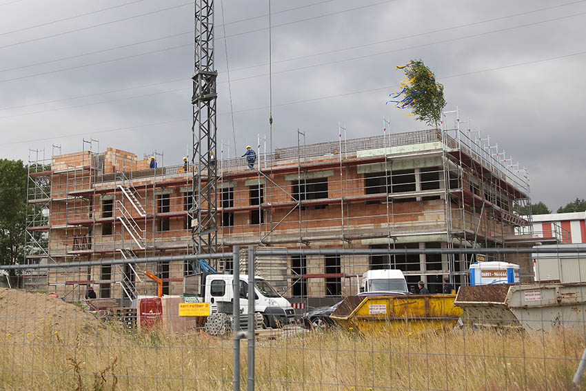 Richtfest der neuen Filiale der Westerwaldbank im Gewerbegebiet von Dierdorf. Fotos: Wolfgang Tischler