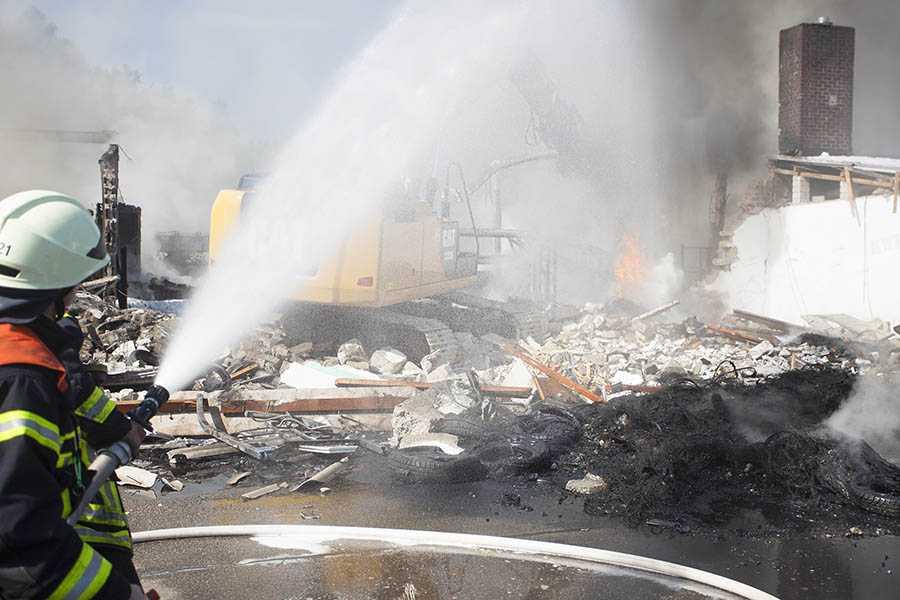 Brandursache des Reifenlagers kann nicht geklärt werden