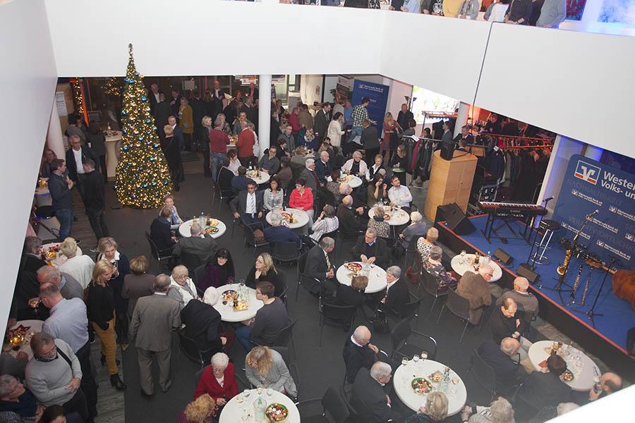 Empfang bei Westerwald Bank gab Startschuss zum Weihnachtsmarkt Hachenburg