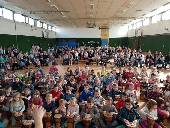 Trommelklänge in der Grundschule Raubach | NR-Kurier.de