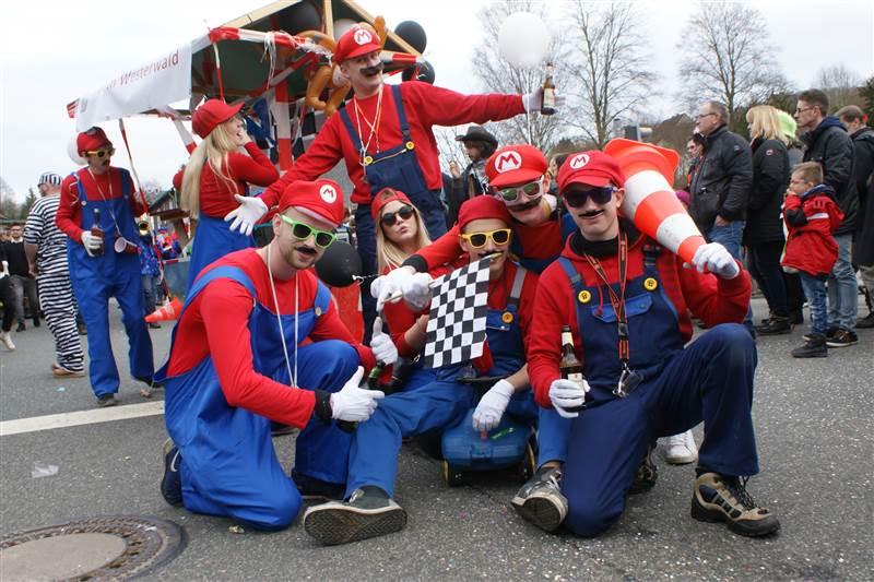 Scheuerfelder Karnevals-Zug der farbenprächtigen Vielfalt