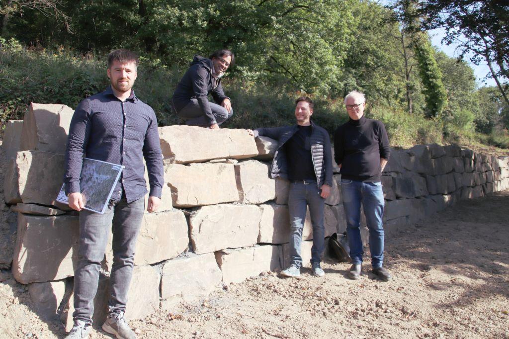 """""""chance7"""" und Stadt Bad Honnef errichteten Trockenmauern am Korfer Berg"""